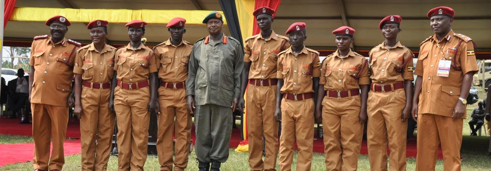PRESIDENT MUSEVENI POSES WITH BEST PERFORMERS AT PASS OUT 2018